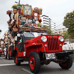 Colombia's Beloved Jeeps Loaded with Everything but the Kitchen Sink Jeep Willys, Messy Nessy Chic, Coffee Farm, S Car, Moving House, Kitchen Sink, Military Vehicles, Things That Bounce, Antique Cars