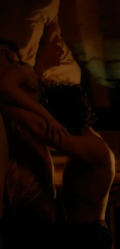 Crimson Peak Trailer.... Tom hiddleston what are you doing you me :O