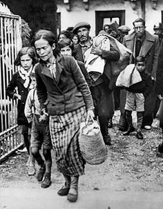 Photograph of civilian refugees from the Spanish Civil War. Shots of War: Photojournalism during the Spanish Civil War. Mandeville Special Collections Library. University of California at San Diego