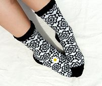 This pattern is for 80 stitch toe up socks featuring a repeated daisy pattern.