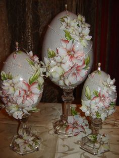 Easter Egg Crafts, Easter Projects, Easter Eggs, Carved Eggs, Easter Egg Designs, Fabric Ornaments, Faberge Eggs, Egg Art, Clay Flowers