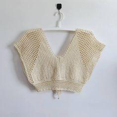Crochet Cable, Diy Crochet, Crochet Top, Crochet Blouse, Crochet Bikini, Crochet Designs, Crochet Patterns, Beginner Crochet Projects, Crochet Girls