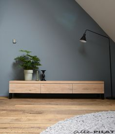 Sleek and sturdy oak TV cabinet Bruut Woonwinkel Home Living Room, Interior Design Living Room, Living Room Decor, Oak Tv Cabinet, Tv Cupboard, Home Decor Furniture, Furniture Design, Living Room Tv Unit Designs, Muebles Living