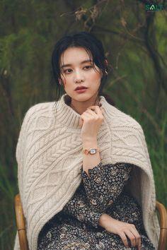 Kim Ji Won, Beautiful Actresses, Daniel Wellington, Actors & Actresses, Kdrama, Celebrity Style, Turtle Neck, Glamour, Photoshoot