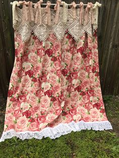 Shabby Chic Roses Shower Curtain/ Vintage Crochet Valance/Lace Bows/Ruffle/Cottage Chic/Curtain/Nordic Chic/Cabbage Roses