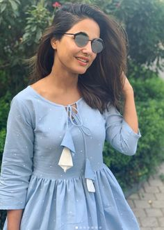Hina Khan Hot HD Photos & Wallpapers for mobile Dress Indian Style, Indian Fashion Dresses, Indian Designer Outfits, Girls Fashion Clothes, Girls Frock Design, Long Dress Design, Sleeves Designs For Dresses, Dress Neck Designs, Casual Frocks