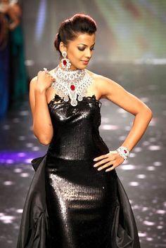 Mugdha Godse walks for Dwarkadas Chandumal at India International Jewellery Week 2012 #actress #celebrity #earrings #silver #black