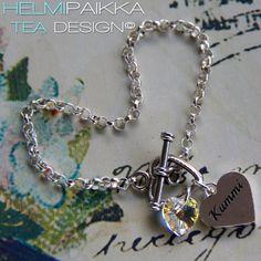 Amulettirannekoru sydänlukolla, Kummi sydänamuletilla ja kirkkaalla kristallilla <3 Klikkaile pukinkonttiin täältä: http://www.helmipaikka.fi/tuotteet.html?id=14/3331