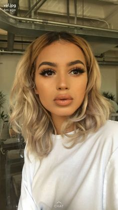 smokey eyes, bold lipstick, and nail art. Beautiful, natural makeup, makeup ideas, beauty, skincare, skincare tips, best acne treatments, beauty products, smoky eye, lipstick, glamorous make-up, natural make-up.