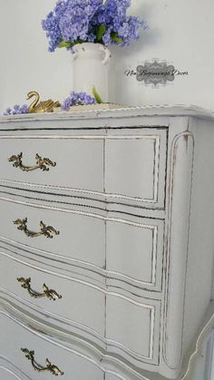 SOLD Vintage distressed Serpentine Chest of Drawers by Broyhill / Hand Painted Annie Sloan Chalk Pai Furniture, White Chalk Paint, Coastal Bedroom Furniture, Bedroom Furnishings, Refurbished Furniture, Painted Furniture, Creative Furniture, Painted Dresser Nursery, Paint Furniture