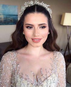 Wedding Makeup For Brown Eyes, Bridal Makeup Looks, Indian Bridal Makeup, Bridal Hair And Makeup, Bride Makeup, Wedding Hair And Makeup, Hair Makeup, Hair Wedding, Pakistani Wedding Hair
