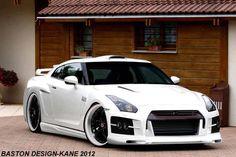 Nissan GTR, white rim