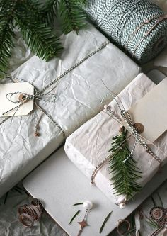 How To Choose The Best Gift Wrapping Paper? Natural Christmas, Christmas Love, Rustic Christmas, Beautiful Christmas, Christmas Holidays, Christmas Gifts, Wrapping Ideas, Gift Wrapping Paper, Christmas Gift Wrapping