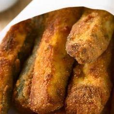 Fried Zuccini, Fried Zucchini Sticks, Fried Zucchini Recipes, Pork Sausage Recipes, Zucchini Fries, Cheese Appetizers, Easy Appetizer Recipes, Best Appetizers, Gourmet Recipes