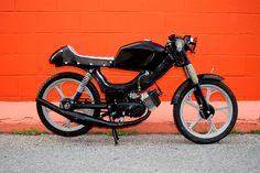All black Tomos Targa LX lookin all rugged and handsome. Tomos Moped, 250cc Motorcycle, Cafe Racer Seat, Cafe Racer Build, Honda S90, Custom Moped, Small Motorcycles, Cafe Racing, Mini Bike