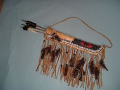 PLAINS INDIAN QUIVER AND SLATE TIP ARROWS
