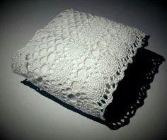 Embalagem para bem-casado em papel crepom e renda
