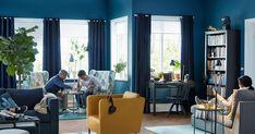 Sillón orejero STRANDMON y sillón amarillo EKERÖ. Muy a favor del escritorio con dos cajnes HEMNES y la silla giratoria FEODOR. de Nike Karlsson. Ikea sigue apostando por la ya famosa mesa/bandeja, en este caso con el diseño GLADOM.