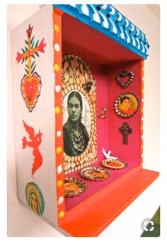 cigar box altar by Frieda Nicho Frida Kahlo Diego Rivera, Frida And Diego, Mexican Crafts, Mexican Folk Art, Diy And Crafts, Arts And Crafts, Frida Art, Day Of The Dead Art, Tin Art