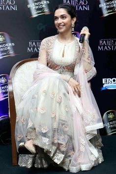 Deepika Padukone simply froze the moment when she turned the showstopper for Anju Modi at the Blenders Pride Fashion Tour 2015 in Gurgaon on Saturday. Indian Attire, Indian Ethnic Wear, Indian Dresses, Indian Outfits, Shadi Dresses, Indian Designer Outfits, Designer Dresses, Dress Outfits, Fashion Dresses