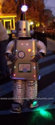 LED DIY Robot Costume complete with blinking lights! Easy & adorable.