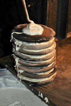 Una pila di panigacci, da gustare con il formaggio fuso [Photo Credits: enocentrica]