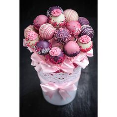 Christmas Cake Pops Bouquet.15 beautiful pink themed cake pops in a lace plant pot display adorned with pink ribbons. Great Cake Pops Mothers' Day gift.