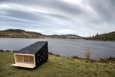 with danish architects LUMO, land rover have built a cosy christmas cabin suitable for two adults to sleep snugly in, even in north pole-like temperatures. Vertical Doors, Building A Cabin, Building Ideas, Cosy Christmas, Modern Prefab Homes, Small Buildings, Plein Air, Tiny House, Pergola