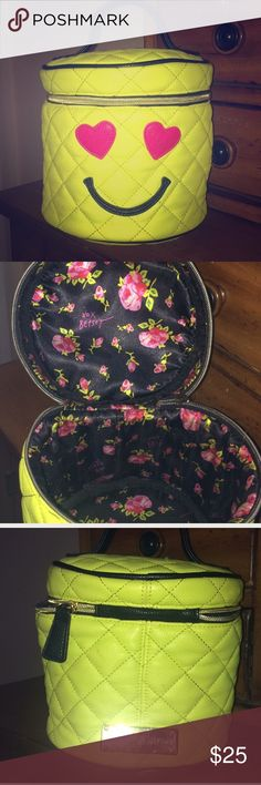 Betsey Johnson smiley face purse 😍 Has a little bit of dirt on the eye but other then that it's in great condition Betsey Johnson Bags Mini Bags