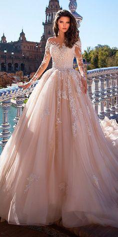 Brautkleid mit zerzausten Brautkleid Spitzenkleid mit langen Ärmeln #armeln #brautkleid #langen #spitzenkleid #zerzausten