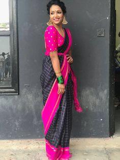 Saree Draping Styles, Saree Styles, Silk Saree Kanchipuram, Silk Sarees, Saree Wearing, Silk Saree Blouse Designs, Colour Combinations, Saree Dress, Karnataka