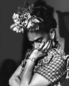 Did You Know Frida Kahlo Wasn't Famous In Her Lifetime? Technically, she was known as Diego Rivera's partner – an exotic eccentric. Frida E Diego, Frida Art, Frida Kahlo Artwork, Kahlo Paintings, Frida Kahlo Portraits, Diego Rivera Frida Kahlo, Brigitte Bardot, Photo Pop Art, Mexican Artists