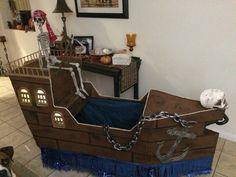 Wagon pirate ship Wagon Halloween Costumes, Pirate Halloween, Pirate Day, Pirate Birthday, Pirate Theme, Holidays Halloween, Wagon Floats, Pirate Pumpkin, Disneyland Parade