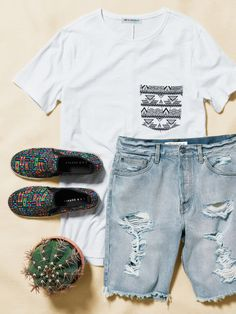 Make packing for the festival a breeze with distressed denim, comfy tees, and statement shoes from the men's H&M Loves Coachella collection. Click through to get your suitcase packed.