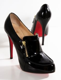 Christian Louboutin Lapono Black Patent Leather Zippered Ankle Boots. (682.68€)