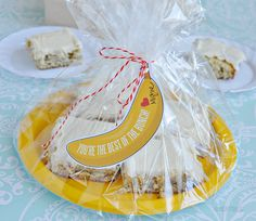 Got overly ripe bananas? Make up a batch of these Frosted Banana Squares for something a little different! Banana Bars, Banana Nut Bread, Teacher Appreciation Gifts, Teacher Gifts, Food Gifts, Diy Gifts, Thanks A Bunch, Thank You Gifts, Creative Gifts