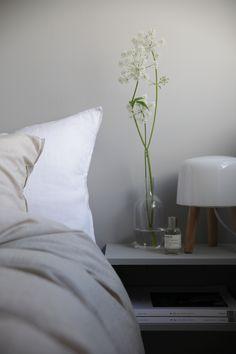 A bedroom in a lovely Norwegian home in summertime / Elisabeth Heier.