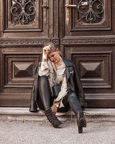 """FASHION & TRAVEL auf Instagram: """"Happy Mittwoch meine Lieben 💕 Habt ihr schon meinen neuesten Blogpost entdeckt? So viele haben danach gefragt, jetzt ist das…"""" Leather Pants, Winter Jackets, Instagram, Outfits, Fashion, Wednesday, Styling Tips, Womens Fashion, Outfit Ideas"""