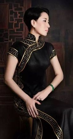 Another one for her Eastern diplomatic events. Add emerald green for the background of the design bordering the dress Oriental Fashion, Ethnic Fashion, Asian Fashion, Look Fashion, Fashion Outfits, Chinese Fashion, Traditional Fashion, Traditional Dresses, Asian Style
