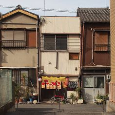 """dontrblgme: """"To the alley (via tip-d) """" Japanese Buildings, Japanese Streets, Japanese Architecture, Aesthetic Japan, City Aesthetic, Aesthetic Photo, Japan Street, Land Scape, Interior And Exterior"""