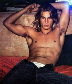 Travis Fimmel:This Is What a Hot Calvin Klein Model From The Early 2000s Looks Like.
