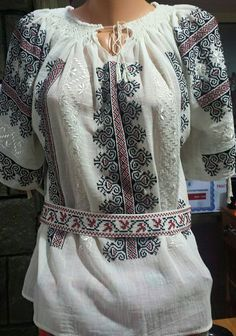 IE TRADITIONALA ROMANEASCA MOTIVUL CRESTELE Folk Costume, Costumes, Bohemian Style, Boho, Peasant Blouse, Ethnic Fashion, Traditional Design, Romania, Fashion Outfits