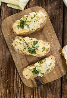 homemade eiersalade, kipsalade, selderijsalade voor op brood