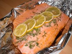 Ovnbagt laks Food Plus, Healty Dinner, Danish Food, Diet Recipes, Healthy Recipes, Fish Dishes, Fish And Seafood, Food Inspiration, Brunch