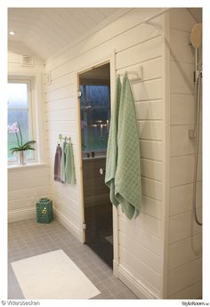 bastu,väggpanel,träpanel,panel,liggande,ohyvlad,aqua,turkos,badrum Pool House, Cottage Rental, House, Home Spa Room, Bathroom Spa, Bathroom, Bath House, Dream Bathroom, Spa Rooms