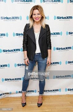 Candace Cameron Bure Hairstyles 2016 Hair Styles And Haircut Ideas Mom Outfits, Cute Outfits, Fashion Outfits, Fashion Trends, Blazer Outfits, Ladies Fashion, Fashion Styles, Fashion Ideas, Fashion Inspiration