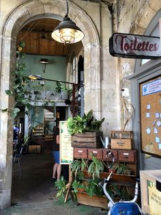 Dan Paris, Doria, Saint Ouen, Arrondissement, Factories, Boutiques, Prince, Glass Display Case, Train Trip