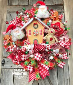 28 Fabulous DIY Christmas Centerpieces that Anyone can Make - The Trending House Gingerbread Christmas Decor, Diy Christmas Light Decorations, Gingerbread Man Decorations, Candy Land Christmas, Cute Christmas Gifts, Whimsical Christmas, Christmas Porch, Christmas Centerpieces, Rustic Christmas