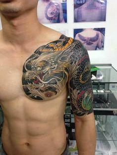 Tìm kiếm giống hình này Dragon Head Tattoo, Black Dragon Tattoo, Dragon Sleeve Tattoos, Dragon Tattoo Designs, Full Sleeve Tattoos, Tattoo Japanese Style, Japanese Dragon Tattoos, Traditional Japanese Tattoos, Japanese Tattoo Designs