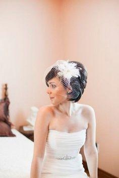 Sposa con i capelli corti: idee per acconciature per le nozze con veletta